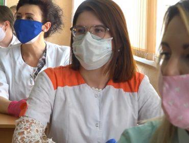 Врачам и волонтёрам вручена материальная помощь