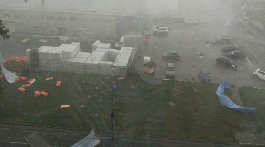 Ураган в Балакове: электричество восстанавливают, информация по пострадавшим уточняется