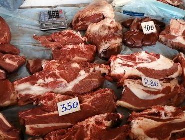 Натуральное мясо без добавок на сельхозярмарке.